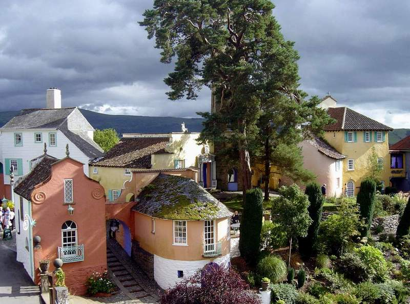 The Tim Harris Portmeirion Gallery Website - Over 1000 photographs